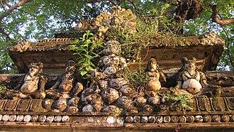 Pancha Ishwarams - Image: Overgrown Statues