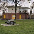 Overzicht seinhuis bij spoorwegovergang, gezien vanuit speelplaats - Utrecht - 20344303 - RCE.jpg