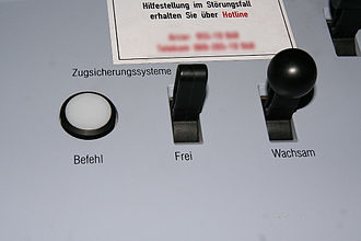 "Punktförmige Zugbeeinflussung - PZB buttons - command (""Befehl""), release (""Frei""), vigilance (""Wachsam"")"