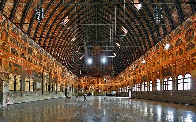 http://upload.wikimedia.org/wikipedia/commons/thumb/9/94/Palazzo_della_Ragione_Padua_Saal.jpg/640px-Palazzo_della_Ragione_Padua_Saal.jpg?uselang=ru