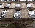 Paris - 18 rue Saint-Sauveur - facade contre-plongée.jpg