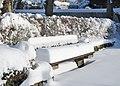 Parkbank verschneit.jpg