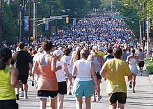 Cuộc chạy bộ Peachtree Road Race được tổ chức tại Atlanta từ năm 1970, hàng  năm vào dịp 4 tháng 7