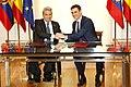 Pedro Sánchez recibe al presidente de la República del Ecuador Lenín Moreno 03.jpg