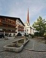 Pfarrkirche Axams mit Dorfbrunnen 2018-09-10.jpg