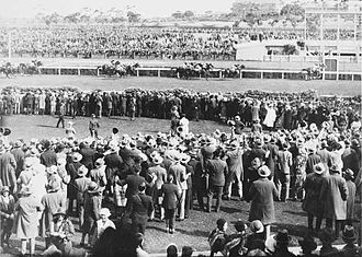 Phar Lap - Phar Lap winning the Melbourne Cup Race from Second Wind and Shadow King on 4 November 1930.