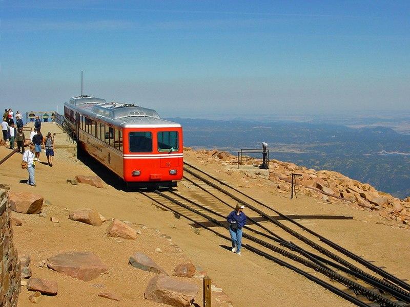 File:Pikes Peak (4300m) - panoramio.jpg