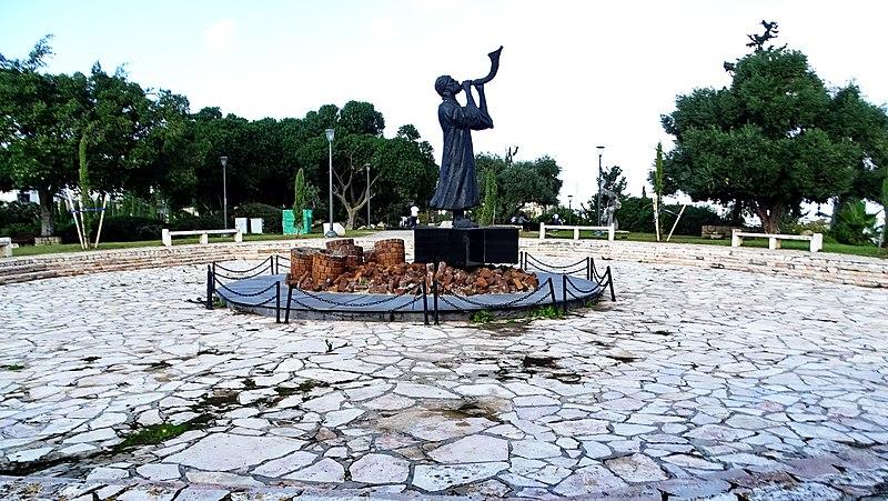 פסל כח התקווה ברמת גן