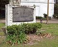 Pilar y placa conmemorativa a San Martín cerca del Instituto Nacional Sanmartiniano.JPG