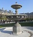 Place des Vosges Fountain (5987321336).jpg