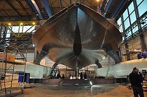 PlanetSolar auf der Werft in Kiel