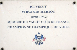 Virginie Hériot - Plate affixed at Hériot's Parisian residence.
