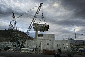 HVDC Inter-Island - Lifting the roof of the Pole 3 valve hall into position at Benmore