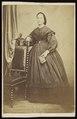Polis-Begond - carte de visite, Portret van een vrouw, staand.tif