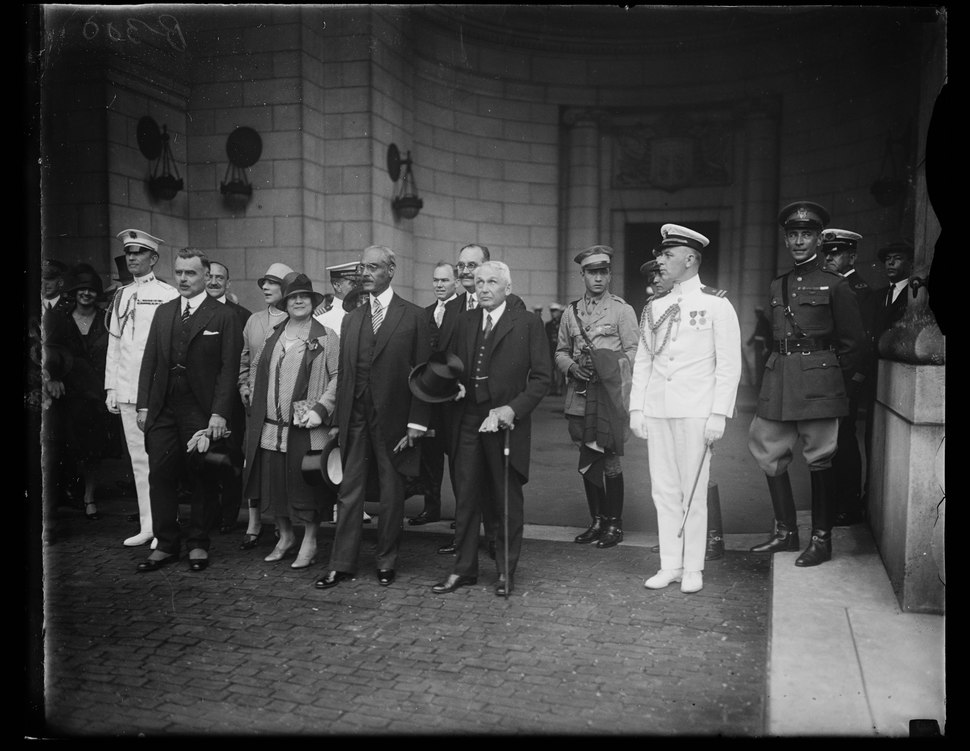 President of Haiti arrives in Washington. The Secretary of State, Frank B. Kellogg, and other high officiai of the government greeted the President of Haiti, Louis Borno, upon his arrival in LCCN2016888075