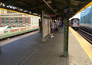 Queensboro Plaza (New York City Subway) - Upper-level platform