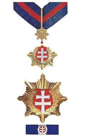 Order of the White Double Cross - Image: Rad bieleho dvojkríža 2. triedy vojenského druhu