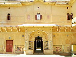 The Amazing Race Australia 2 - The Madhavendra Palace in Jaipur's Nahargarh Fort was the Pit Stop for this Leg of the Race.