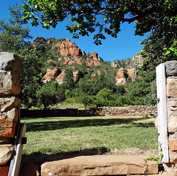 File:Red Rock Splendor, Oak Creek Canyon, AZ 9-13 (25842454112).jpg