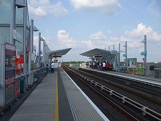 Royal Albert DLR station - Image: Royal Albert stn eastbound