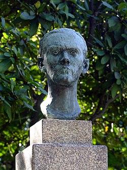 Statue de Ruben A à Porto.