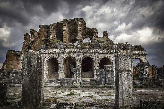 S.M. Capua Vetere - Anfiteatro Romano - Ingresso.jpg
