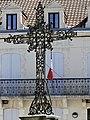 Saint-Méard-de-Gurçon croix devant mairie.jpg
