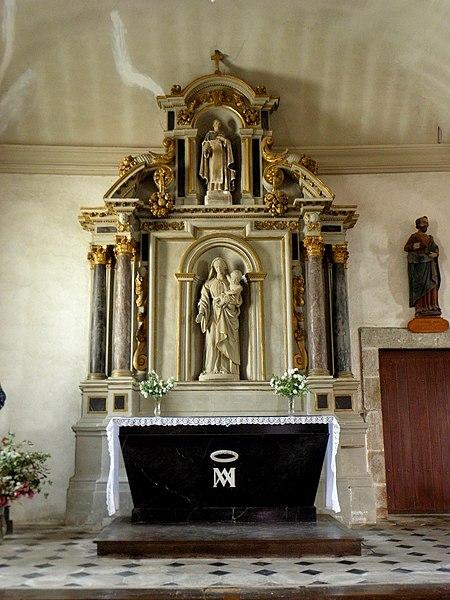 Église Saint-Pierre de Saint-Pierre-des-Landes (53). Autel de la Vierge.