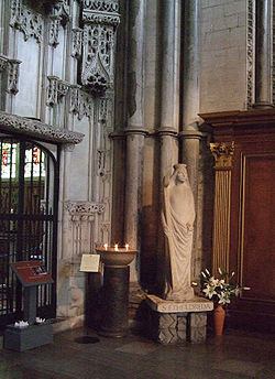 Saint Ethelreda's Statue, Ely Cathedral.jpg