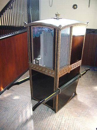 Litter (vehicle) - An English sedan chair (c. late 18th century) at Eaton Hall
