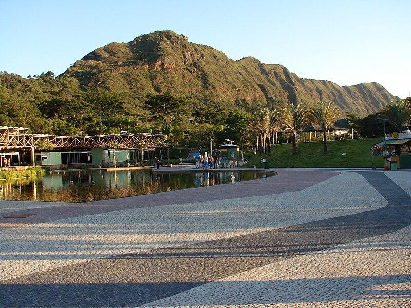 800px-Serra_do_Curral_vista_de_dentro_do_Parque_das_Mangabeiras