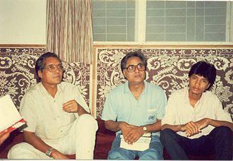 Jagjit Singh - Jagjit Singh (middle) with poet Shahid Kabir and his son, Sameer Kabeer