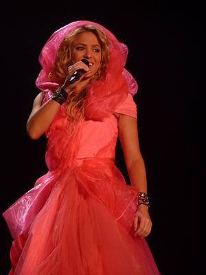 The Sun Comes Out World Tour - Image: Shakira Live Paris 2010 (1)
