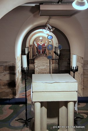William of York - The sarcophagus of William between an altar and a mural of his image in the crypt of York Minster.