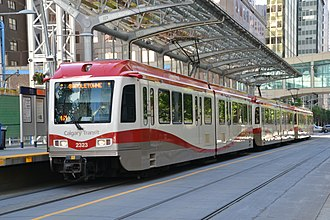 Siemens SD-100 and SD-160 - A Calgary Transit platform level SD-160 with the updated styling