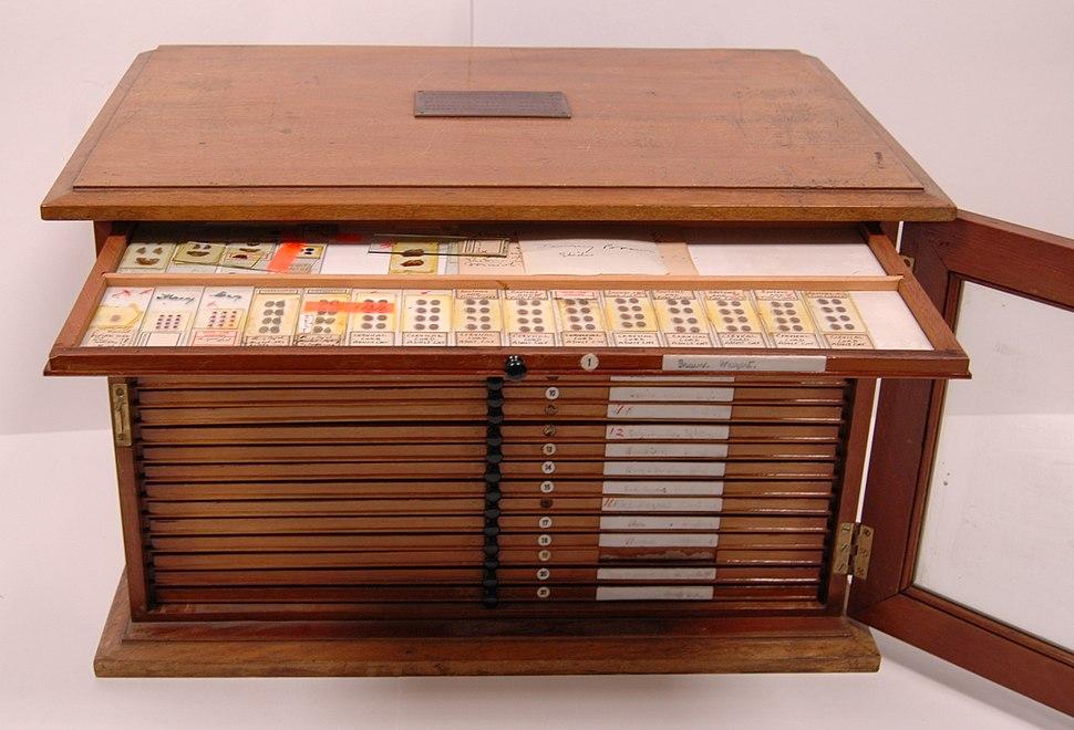 Sir Charles Sherrington's histology demonstration slides box