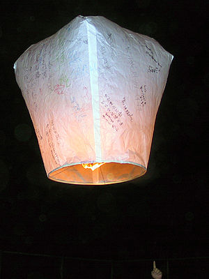 History of ballooning - A Kongming lantern, the oldest type of hot air balloon.