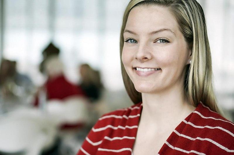 File:Smiling woman (11570325783).jpg