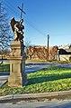 Socha anděla při rozcestí silnic do Slatinic a Třebčína, Lutín, okres Olomouc.jpg