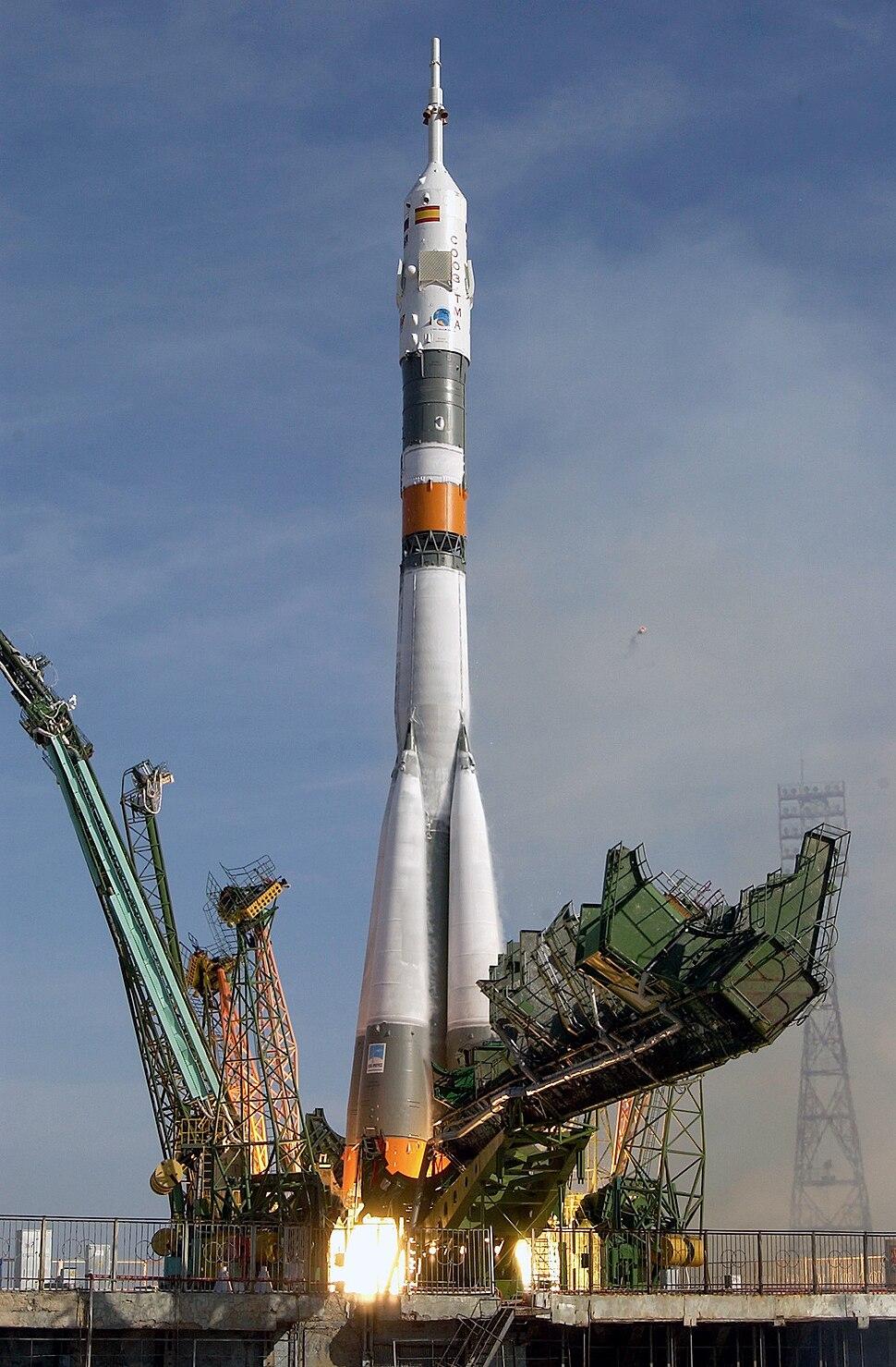 Soyuz TMA-3 launch