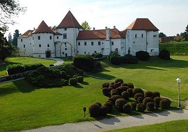 Stari grad Varaždin i zelenilo.jpg