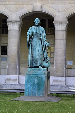 Statue de Louis-Nicolas Vauquelin, devant la faculté de pharmacie René-Descartes 2010