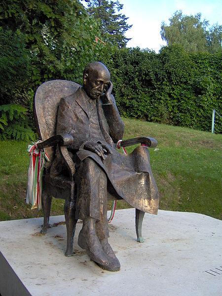 Fájl:Statue of Pál Teleki.jpg