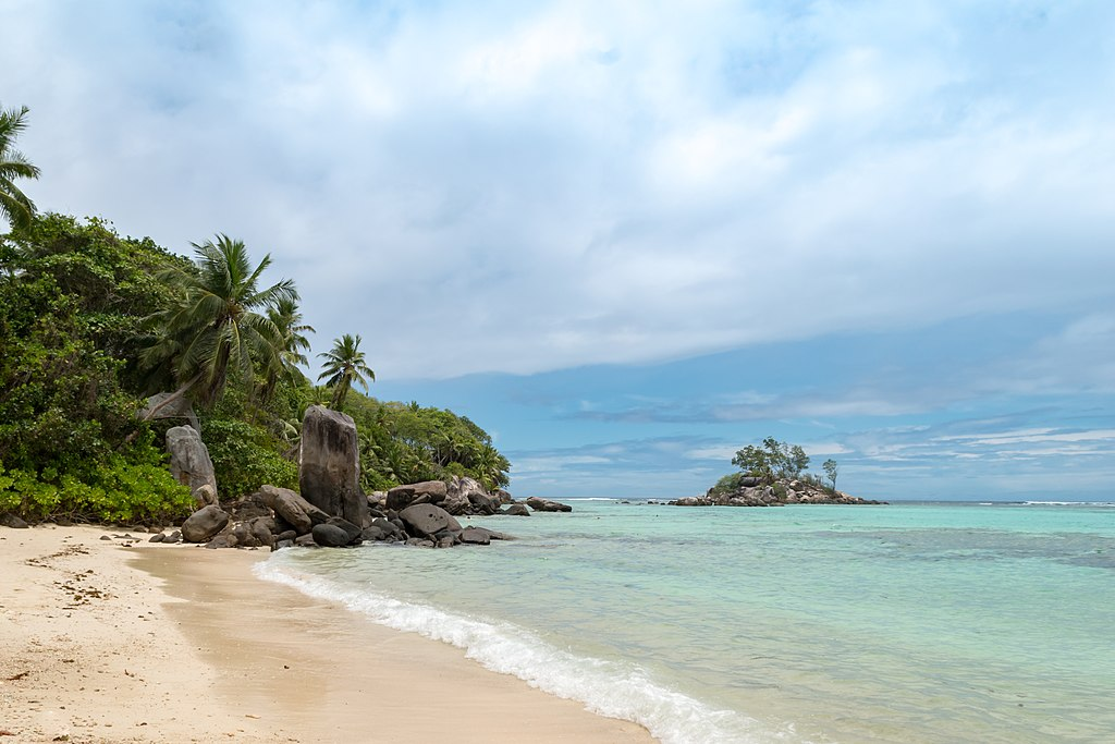 Strand Anse Royale auf der Insel Mahe, Seychellen (25748098448)
