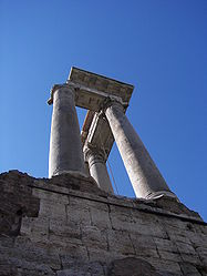 Temple of Saturn (Rome) 2.jpg