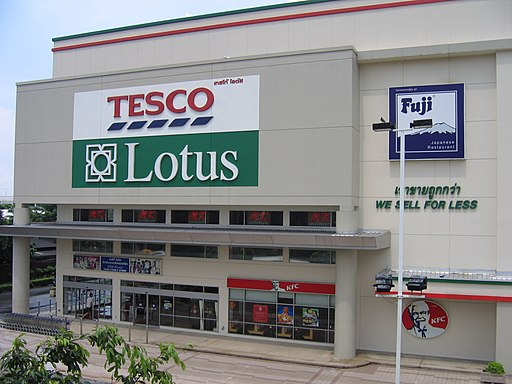 Tesco Lotus Pahonyonthin branch