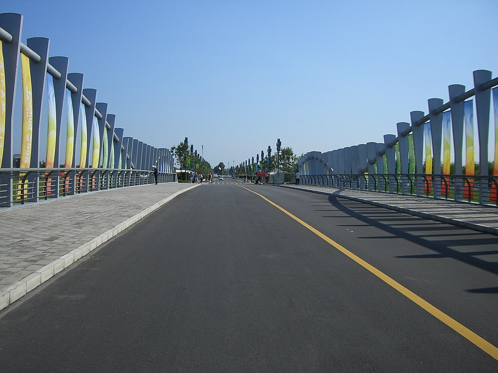 The bridge over the Shunyi Olympic Rowing-Caneoing park - panoramio