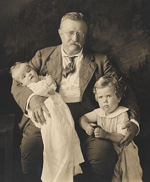 Kermit Roosevelt Jr. - President Theodore Roosevelt with his grandsons Richard Derby (right) and Kermit Roosevelt Jr. (on his lap).