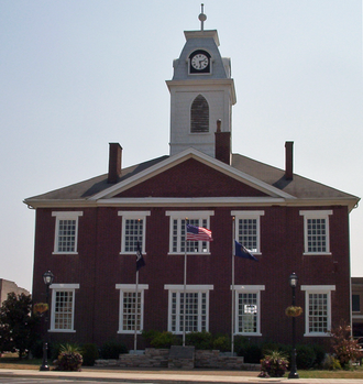 Elkton, Kentucky - The Todd County courthouse in the Elkton town square