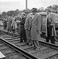 Treinramp militaire trein nabij Oldebroek. Behalve de locomotief onspoorde alle , Bestanddeelnr 907-1237.jpg